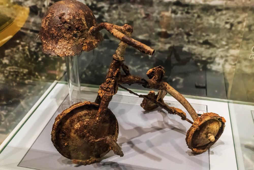 Hiroshima-Peace-Memorial-Museum-Tricycle-Burnt.jpg