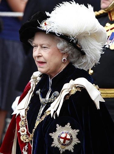 elizabeth II garter.jpg